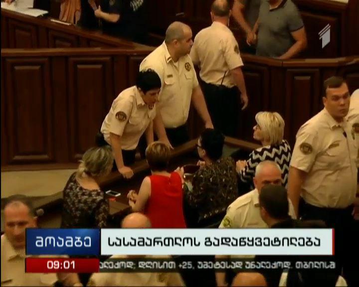 მაია რჩეულიშვილი სასამართლო დარბაზში დააკავეს