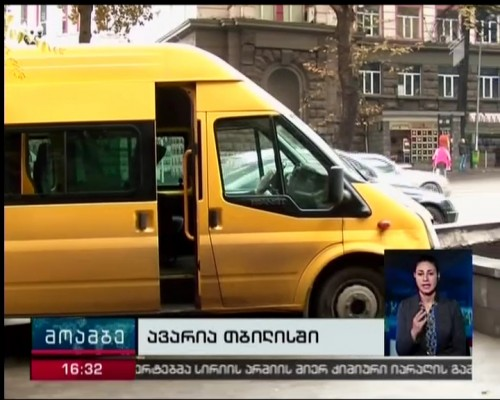 Mini-bus hits kerb-stone at Kostava Street