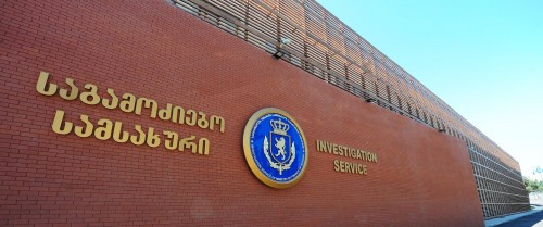 Three people detained on charge of swindling