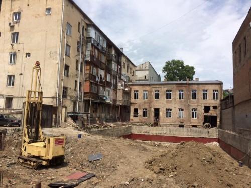 """""""თავისუფალი დემოკრატები-რესპუბლიკელები"""" მოსახლეობასთან ერთად, აღმაშენებლის ნომერ 136-ში მდებარე მშენებლობის შეწყვეტას ითხოვენ"""
