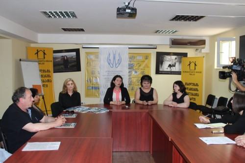 """13 ივნისის სტიქიის შედეგად დაზარალებულმა ოჯახებმა და ორგანიზაცია """"კონსტიტუციის 42-ე მუხლმა"""" პრესკონფერენცია გამართეს"""