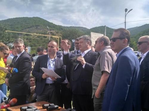 Ukrainian President visiting occupational line