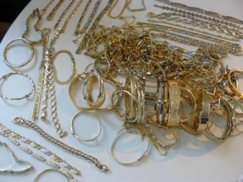 სადახლოზე, წითელ ხიდსა და ყაზბეგში მებაჟე ოფიცრებმა არადეკლარირებული ოქროს ნაკეთობები აღმოაჩინეს