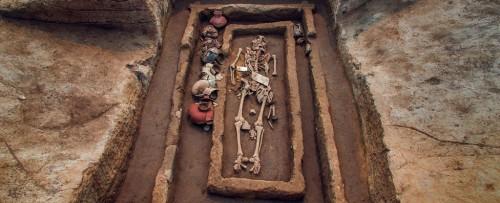 ჩინეთში 5000 წლის წინანდელი გიგანტური ადამიანების ჩონჩხები აღმოაჩინეს
