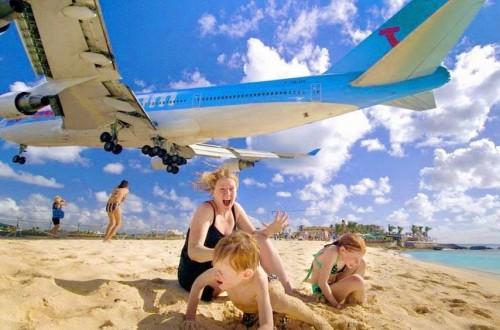 კარიბის ზღვის ერთ-ერთ კუნძულზე, თვითმფრინავის აფრენაზე დაკვირვებისას ტურისტი დაიღუპა