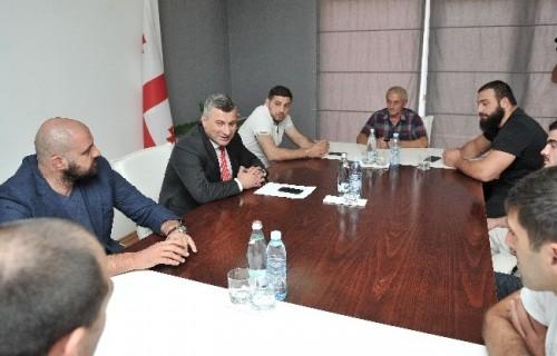სპორტის მინისტრი დღეს მსოფლიო ჩემპიონატიდან დაბრუნებულ ახალგაზრდა მოჭიდავეებს შეხვდა