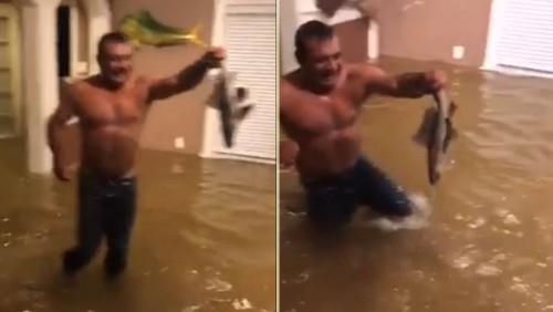 ვიდეო აშშ-დან - თევზაობა ქარიშხალ ჰარვის შემდეგ დატბორილ სახლში
