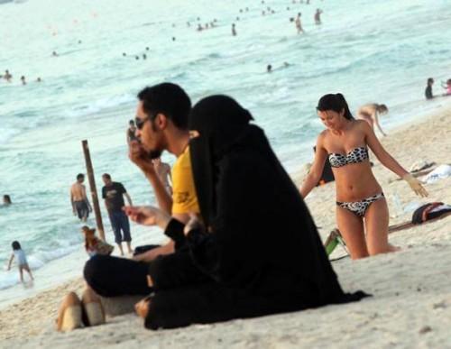 Saudi Arabia beach resort will allow bikinis