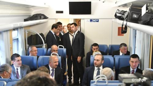 გიორგი გახარია თურქეთის ტრანსპორტის მინისტრთან და აზერბაიჯანის რკინიგზის ხელმძღვანელთან ერთად თბილისისდან კარწახამდე მიემგზავრება