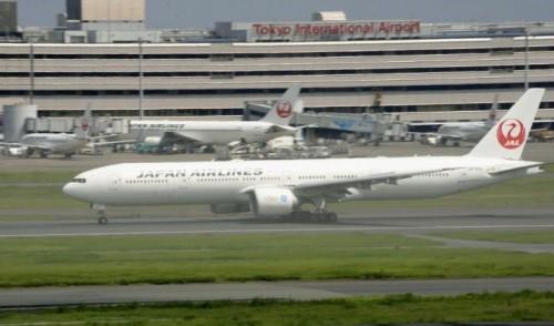 """""""იაპონიის ავიახაზების"""" სამგზავრო თვითმფრინავი ტოკიოს აეროპორტში ავარიულად დაეშვა"""