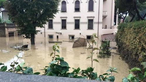 იტალიის ქალაქ ლივორნოში წყალდიდობას ექვსი ადამიანი ემსხვერპლა