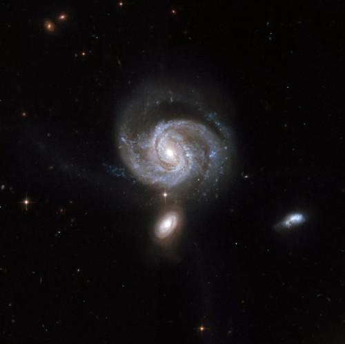 შორეული გალაქტიკის გულში ორი მონსტრი შავი ხვრელი აღმოაჩინეს