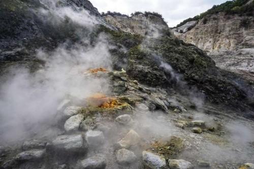 მეცნიერებმა იტალიის საშიში სუპერვულკანის მაგმის სავარაუდო წყაროს მიაგნეს