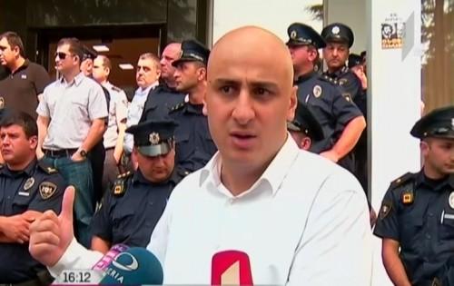 """""""ნაციონალური მოძრაობის"""" აქცია """"ქართუ ბანკთან"""""""