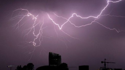 Lightning strikes hurt 15 people at French music festival