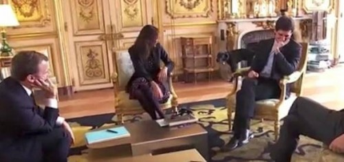 """საფრანგეთის პრეზიდენტის ძაღლმა ოფიციალურ შეხვედრაზე """"უხერხულობა"""" შექმნა [ვიდეო]"""