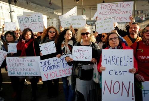 პარიზის ცენტრში სექსუალური შევიწროვების წინააღმდეგ დემონსტრაციაზე ასობით ქალი შეიკრიბა