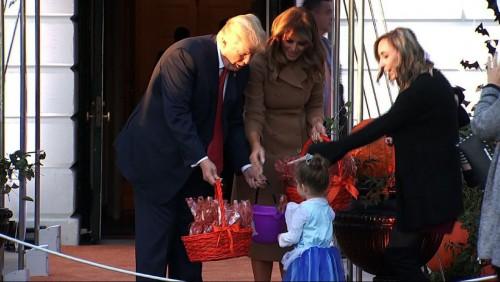 დონალდ ტრამპის პირველი ჰელოუინი თეთრ სახლში - აშშ-ის პრეზიდენტმა და პირველმა ლედიმ ბავშვებს უმასპინძლეს