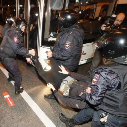 რუსეთის რეგიონებში გამართულ მიტინგებზე დაკავებული მოქალაქეები გაათავისუფლეს