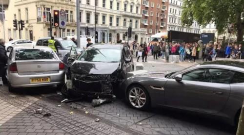 ლონდონში ავტომობილის შეჯახების შედეგად 11 ადამიანი დაშავდა
