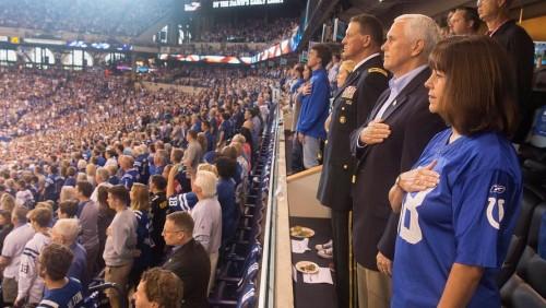 აშშ-ის ვიცე-პრეზიდენტმა მაიკ პენსმა პროტესტის ნიშნად სტადიონი დატოვა