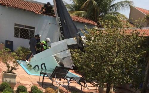 სან პაულუში მცირეძრავიანი თვითმფრინავი კერძო სახლის ეზოში ჩამოვარდა