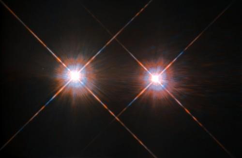 მზის უახლოესი მეზობელი ვარსკვლავური სისტემა ბნელ, დიდი ხნის საიდუმლოს მალავს