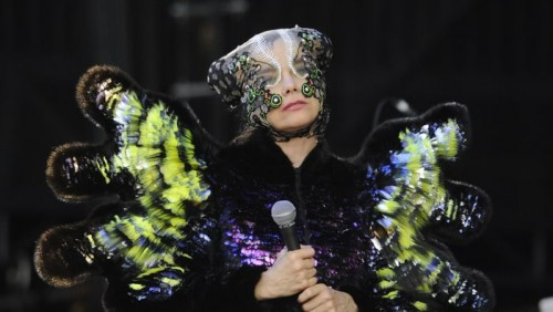Björk-ის სურვილია, საქართველოში კონცერტების დროს კულისები მთლიანად ყვავილებით გაფორმდეს