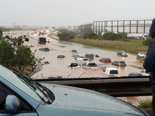 სამხრეთ აფრიკის რესპუბლიკაში ძლიერმა შტორმმა და გადაუღებელმა წვიმამ წყალდიდობა გამოიწვია