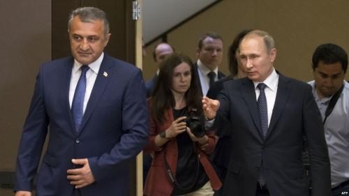 ოკუპირებული ცხინვალის დე ფაქტო ლიდერი მოსკოვში იმყოფება