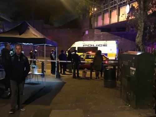 ლონდონში, დანით თავდასხმის შედეგად, ერთი ადამიანი დაიღუპა, ორი კი დაჭრილია
