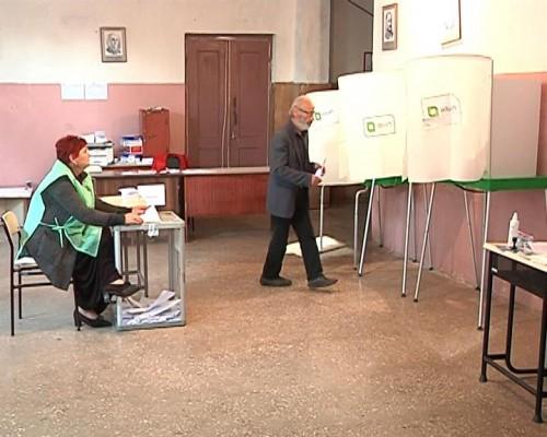 """ფოთის #34-ე საარჩევნო უბნიდან კომისიის თავმჯდომარემ """"ნაციონალური მოძრაობის"""" წარმომადგენელი გააძევა"""