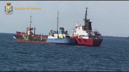 იტალიის პოლიციამ კონტრაბანდული საწვავით დატვირთული გემი დააკავა